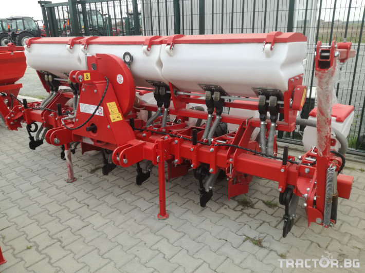 Сеялки 6-редова сеялка с торовнасяне Azim 2 - Трактор БГ
